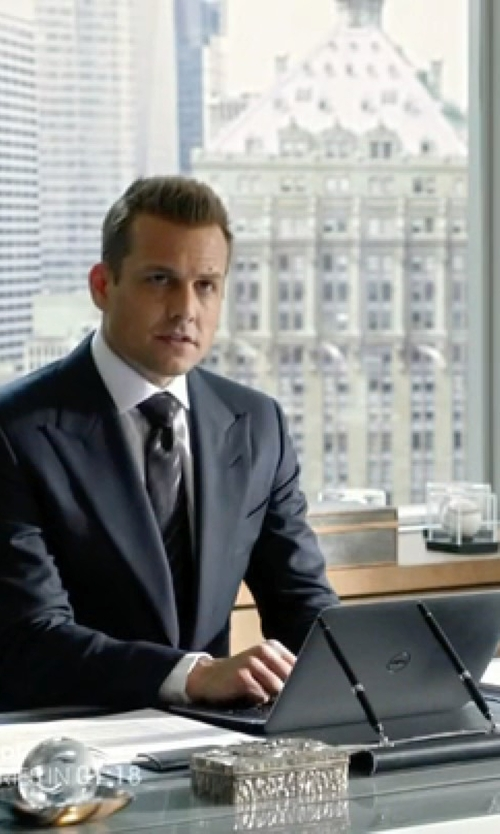 Gabriel Macht with Dell Inspiron 6th Gen Laptop in Suits