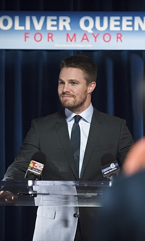 Stephen Amell with Armani Collezioni 'Giorgio' Trim Fit Wool Suit in Arrow