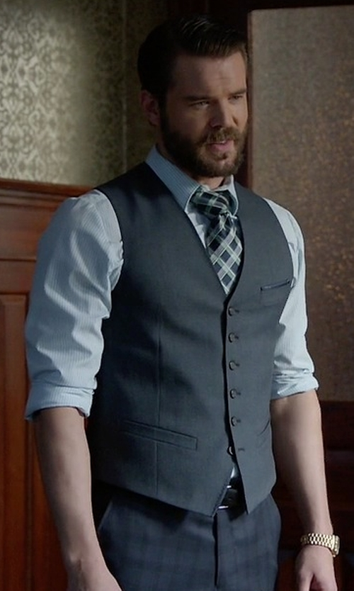 Charlie Weber with Tonello V-Neck Vest in How To Get Away With Murder