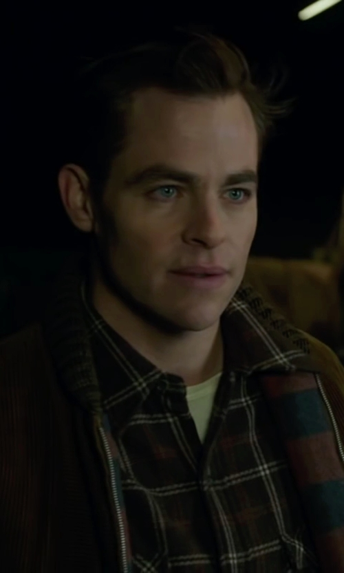 Chris Pine with 2(x)ist Pima Cotton Crewneck T-Shirt in The Finest Hours