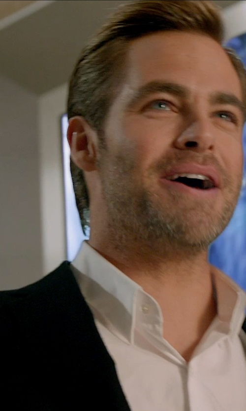 Chris Pine with Theory Slyvain Solid Dress Shirt in Horrible Bosses 2