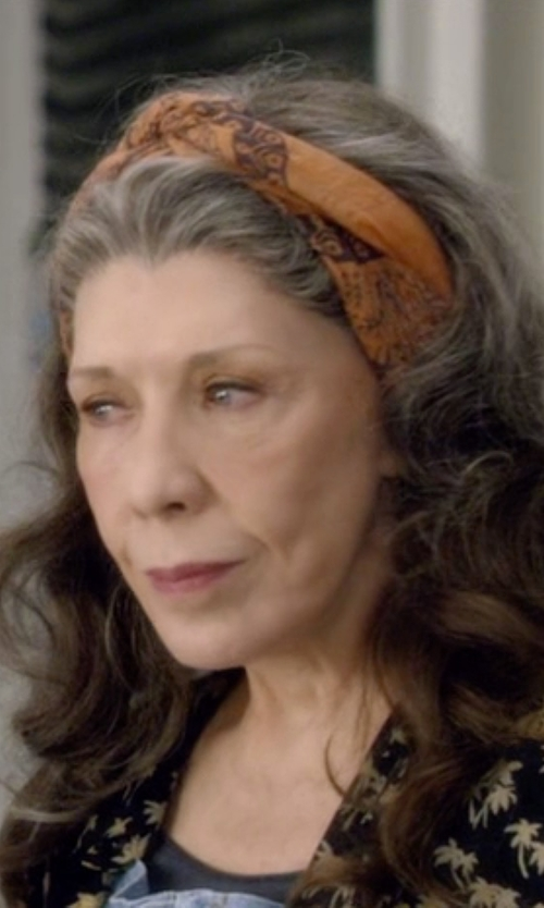 Lily Tomlin with Patricia Nash Vintage Rose Scarf in Grace and Frankie