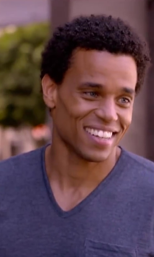Michael Ealy with TODD SNYDER Chest Pocket V-Neck T-Shirt in About Last Night