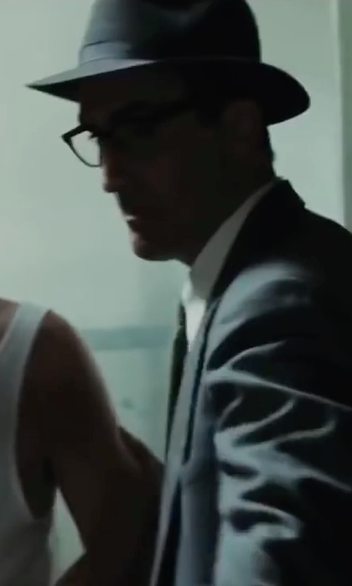 Victor Verhaeghe with DKNY Sexy Solid Slim Tie in Bridge of Spies