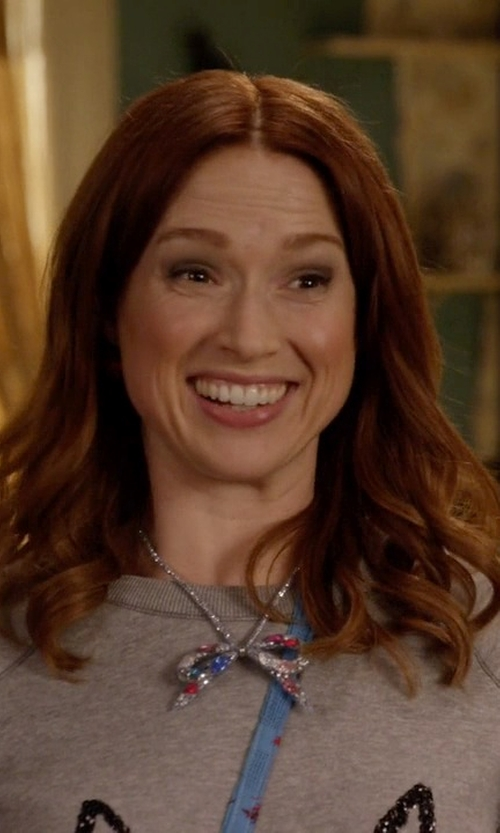 Ellie Kemper with Betsey Johnson Silver-Tone Crystal Bow Collar Necklace in Unbreakable Kimmy Schmidt