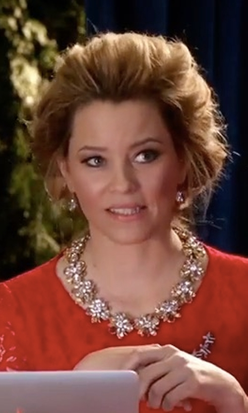 Elizabeth Banks with Fallon Monarch Crystal & Pearly Bead Choker Necklace in Pitch Perfect 3