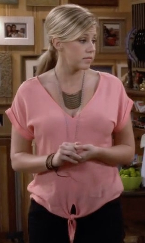 Jodie Sweetin with Splendid Crinkle Gauze Tie Front Top in Fuller House