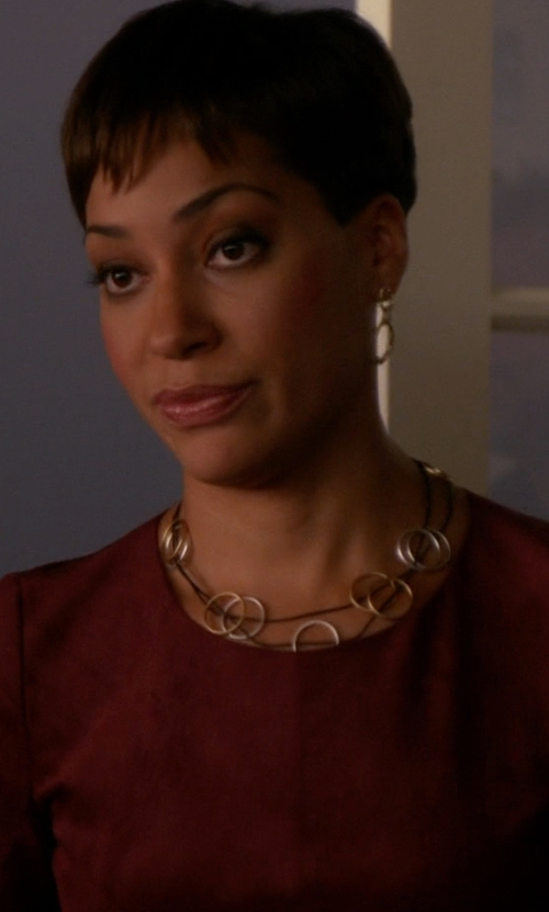 Cush Jumbo with Valentino Plated Necklace in The Good Wife