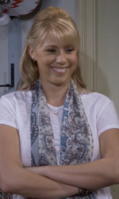 Jodie Sweetin with San Diego Hat Company Lightweight Scarf in Fuller House