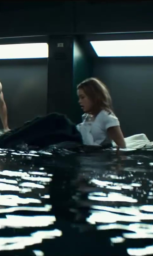 Sophie Cookson with Vince Contrast Scoop Neck T-Shirt in Kingsman: The Secret Service