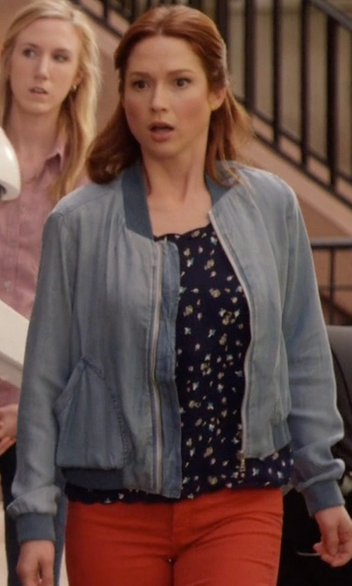 Ellie Kemper with Cloth & Stone Chambray Bomber Jacket in Unbreakable Kimmy Schmidt