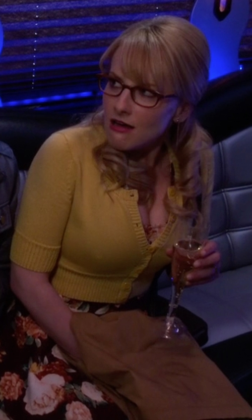 Melissa Rauch with Maggy London Silk & Cotton Crop Cardigan in The Big Bang Theory