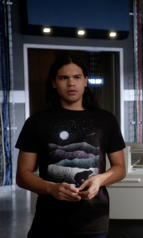 Carlos Valdes with Threadless Wandering Bear Tee Shirt in The Flash