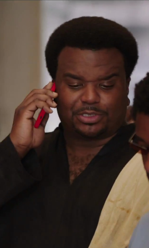 Craig Robinson with HTC One Red in Hot Tub Time Machine 2