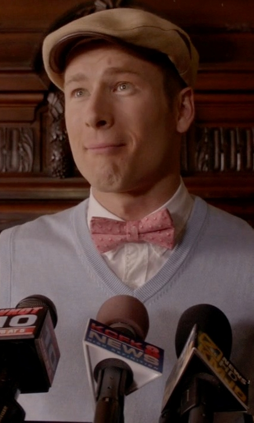 Glen Powell with Brixton Barrel Flat Cap in Scream Queens