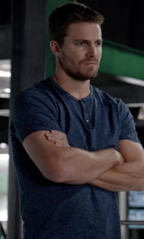 Stephen Amell with Robert Barakett 'Clarence' Short Sleeve Henley Shirt in Arrow