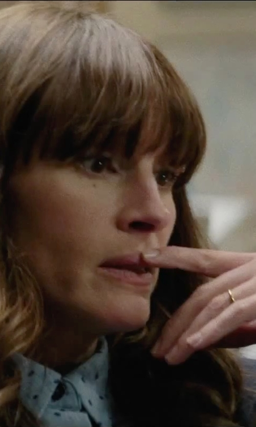 Julia Roberts with Cococlimb Thin Full Round Wedding Band Ring in Secret in Their Eyes