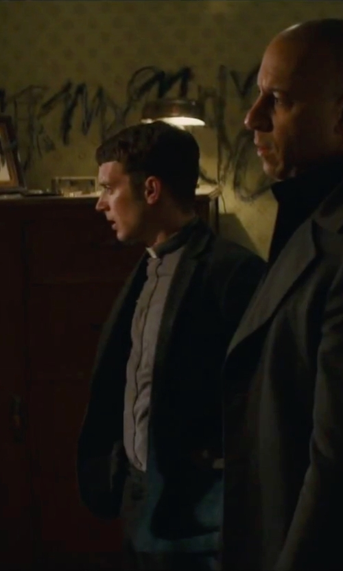 Elijah Wood with Murphy Long Sleeve Tab Collar Clergy Shirt in The Last Witch Hunter