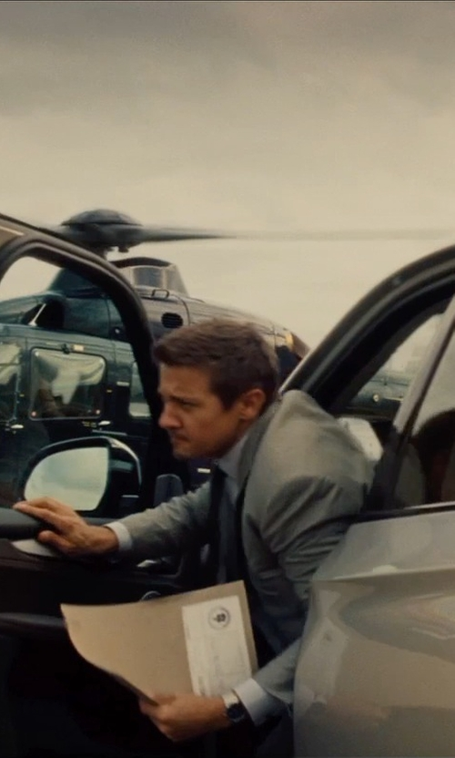 Jeremy Renner with Gucci G-Timeless Chronograph Bracelet Watch in Mission: Impossible - Rogue Nation