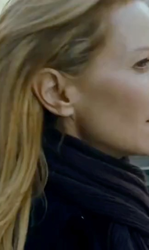 Joan Allen with Acne Studios Canada Scarf in The Bourne Ultimatum