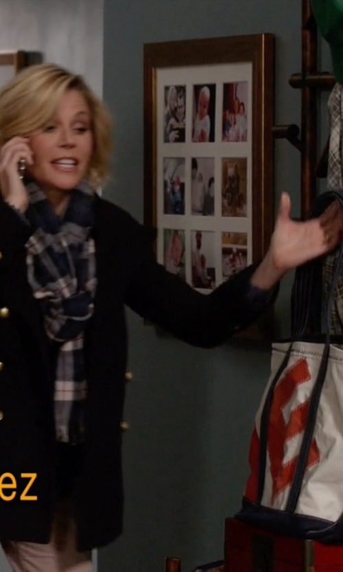 Julie Bowen with Re-Sails Alphabet Tote Bag in Modern Family