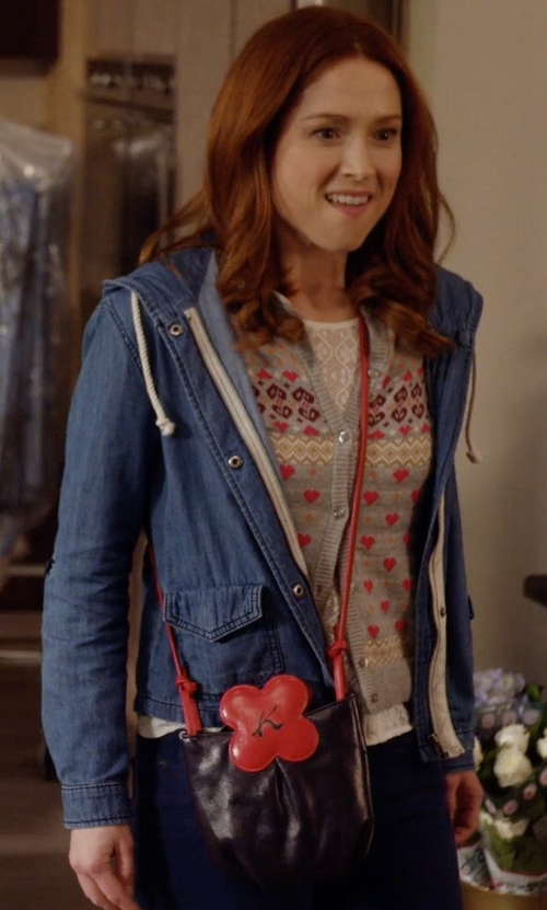 Ellie Kemper with The Sak Sequoia Crossbody Bag in Unbreakable Kimmy Schmidt