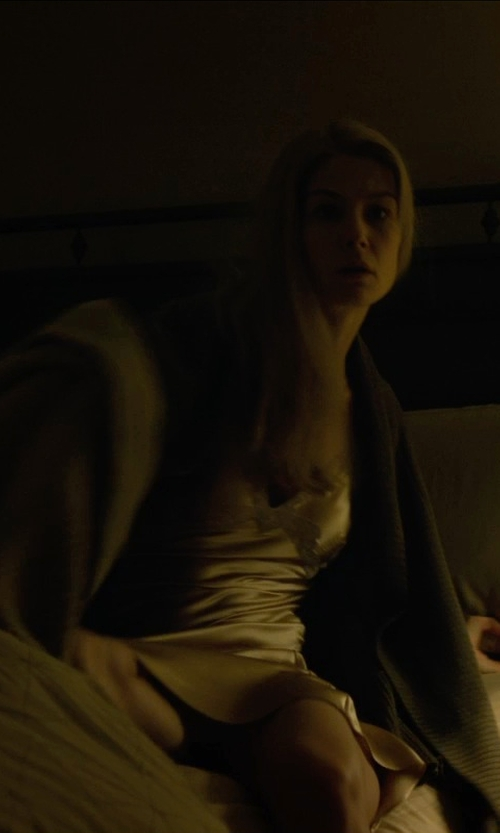 Rosamund Pike with Ralph Lauren Palmer Bed Blanket in Gone Girl