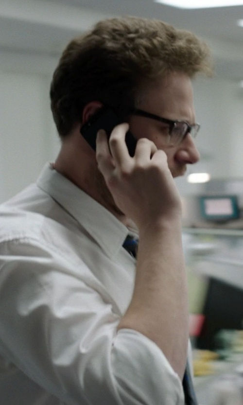 Seth Rogen with Apple iPhone 5, Black in Neighbors