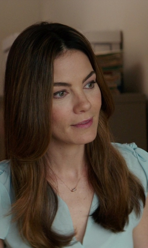 Michelle Monaghan with Dogeared 'Reminder - The Circle' Boxed Pendant Necklace in The Best of Me
