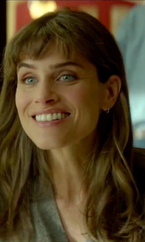 Amanda Peet with Tory Burch V-Neck Cardigan in Sleeping with Other People