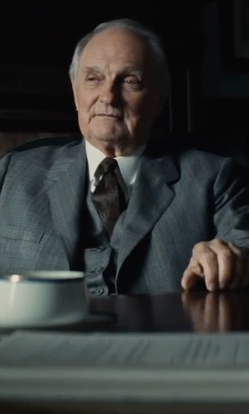 Alan Alda with Alexander McQueen Skull Silk-Jacquard Tie in Bridge of Spies