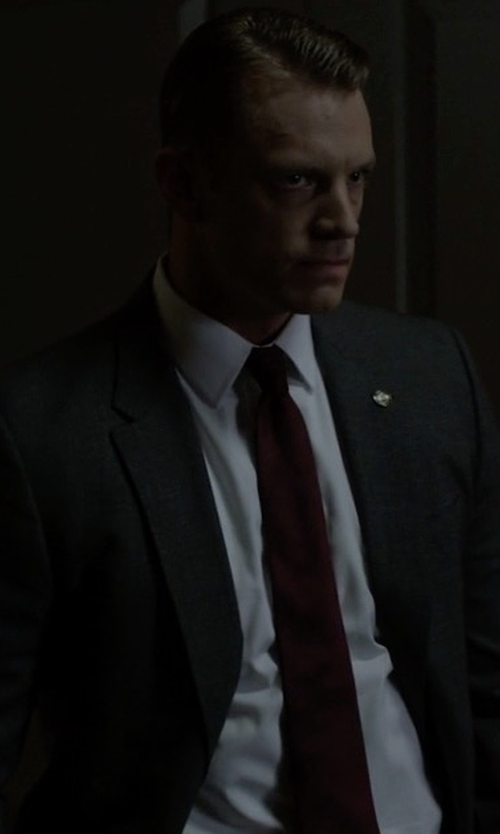 Joel Kinnaman with Ralph Lauren Anthony Trim-Fit Two-Piece Wool Suit in House of Cards