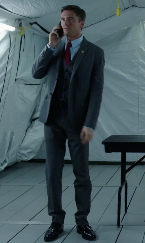 Topher Grace with Florsheim Gallo Leather Cap-Toe Oxford Shoes in American Ultra