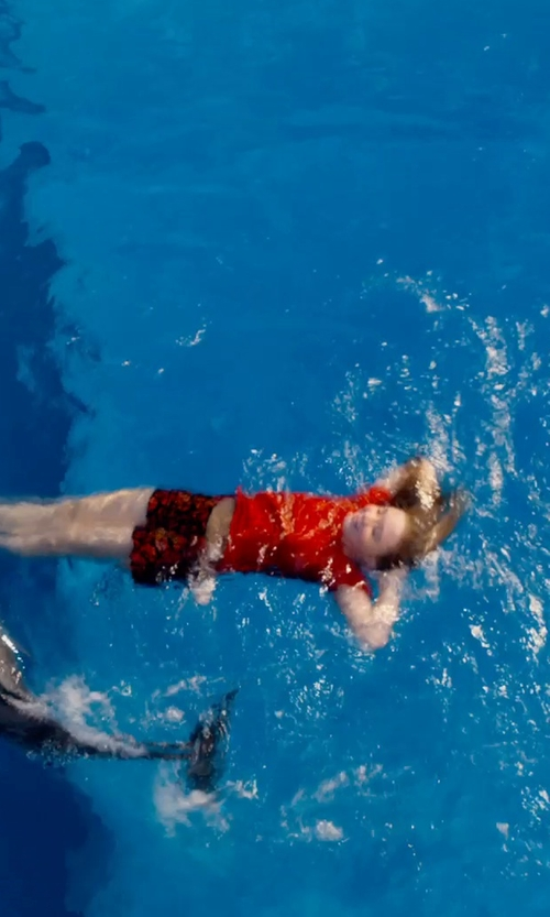 Cozi Zuehlsdorff with Nicole Miller Print Shorts in Dolphin Tale 2