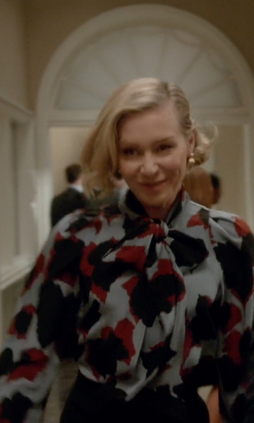Portia de Rossi with Gucci Leaves Print Silk Shirt in Scandal