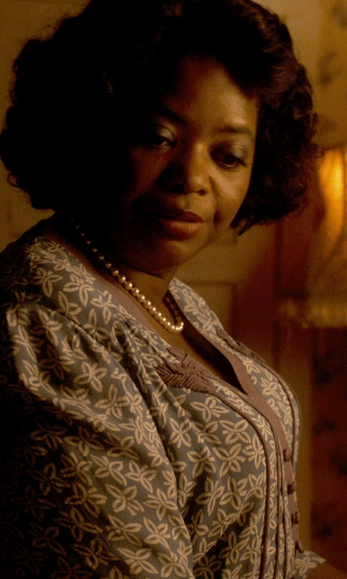Octavia Spencer with Kenneth Jay Lane Large Imitation Pearl Necklace in Get On Up