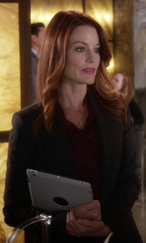 Laura Leighton with Lands' End Washable Wool One Button Blazer in Pretty Little Liars