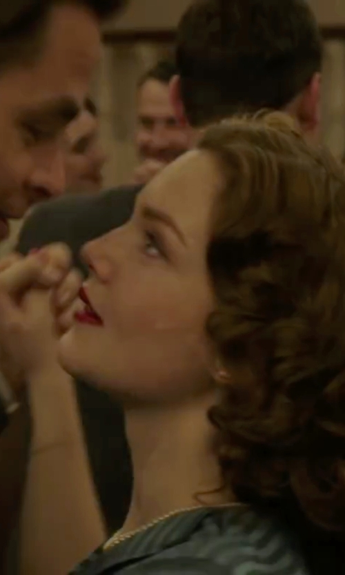 Holliday Grainger with Nina 'Indra' Shell Pearl Choker Necklace in The Finest Hours