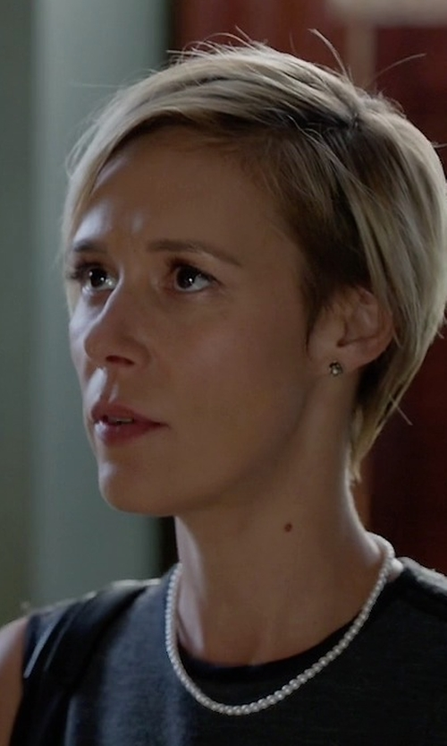 Liza Weil with Pearl Paradise Freshwater Cultured Pearl Necklace in How To Get Away With Murder