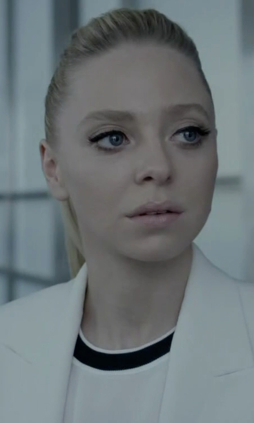 Portia Doubleday with Lna Ringer Tee in Mr. Robot