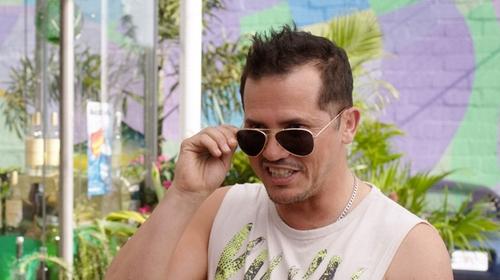 John Leguizamo with Ray-Ban Aviator Metal Sunglasses in Sisters