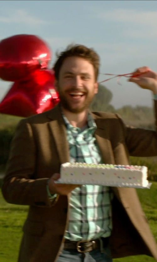 Charlie Day with Barneys New York Suede Belt in Horrible Bosses 2