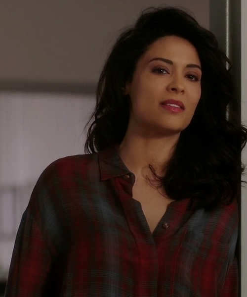Yasmine Al Massri with BDG Logan Button-Down Shirt in Quantico