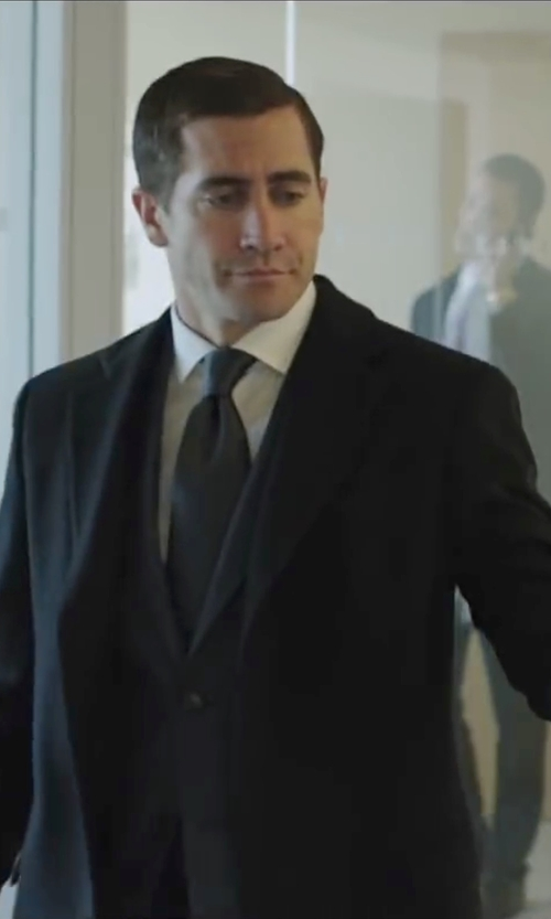 Jake Gyllenhaal with Ralph Lauren Solid Silk Repp Tie in Demolition
