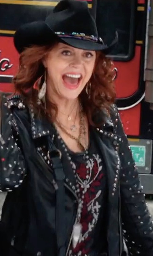 Susan Sarandon with Scotch & Soda/Maison Scotch Studded Biker Jacket in A Bad Moms Christmas