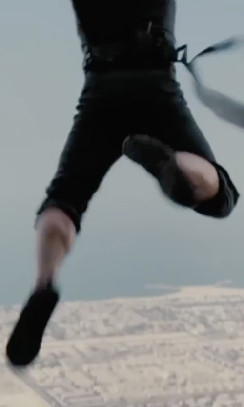 Tom Cruise with Mozo Men's Forza Work Shoes in Mission: Impossible - Ghost Protocol