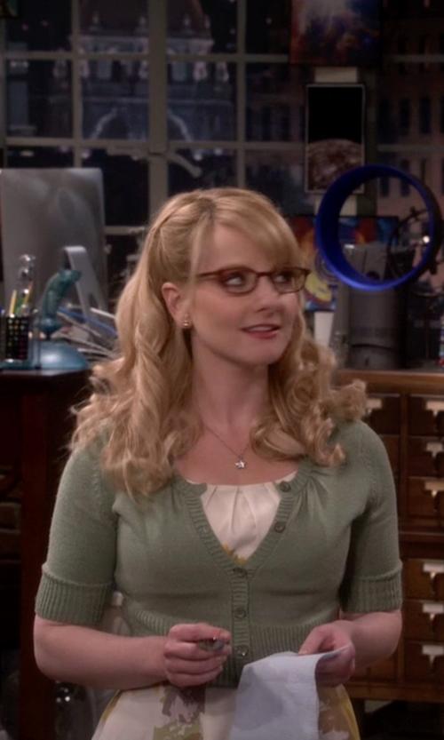 Melissa Rauch with Oscar de la Renta Classic Crop Cardigan in The Big Bang Theory