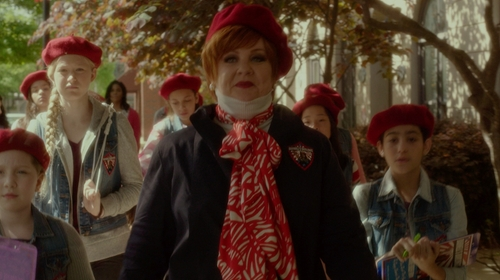 Melissa McCarthy with Tory Burch Crab-Print Scarf in The Boss