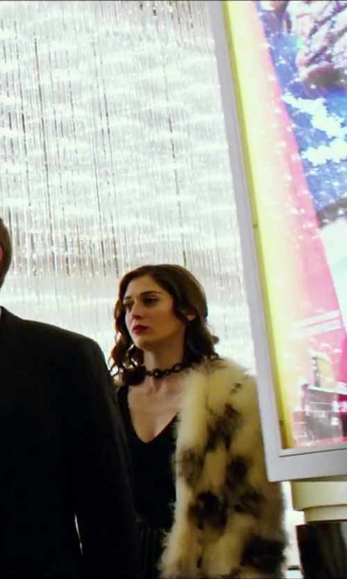 Lizzy Caplan with Cream Patchwork Shaggy Faux Fur Coat in Now You See Me 2