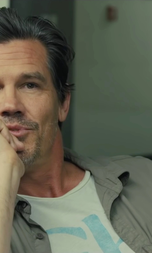 Josh Brolin with Dolce & Gabanna Button Shirt in Sicario